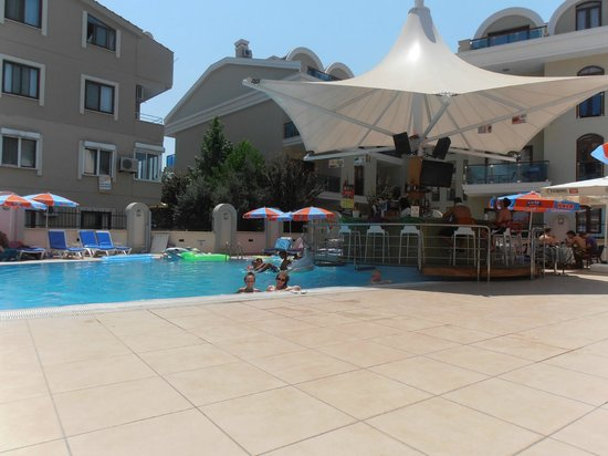 Club karakas apart hotel marmaris turkey reviews for Corse appart hotel
