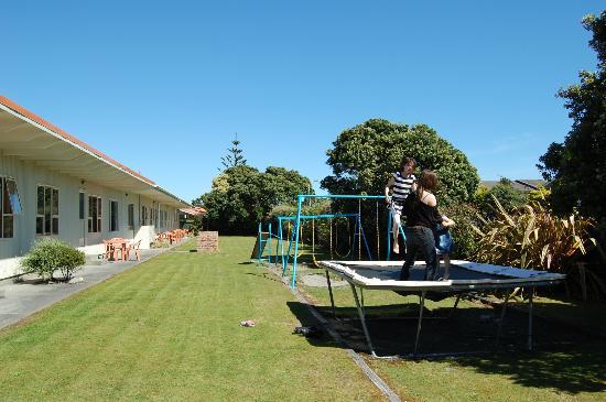 252 Beachside Motels & Holiday Park: jardin