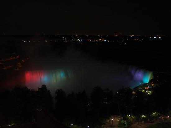 Fallsview Casino Resort: Breathtaking night view of the Falls.