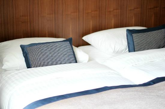 K+K Hotel Picasso: Comfy beds with down-feather blankets