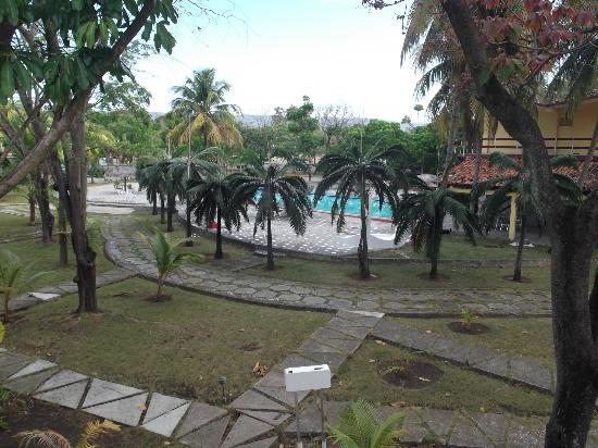 Islazul La Lupe: Espace piscine de notre chambre au 25 mars 2012.