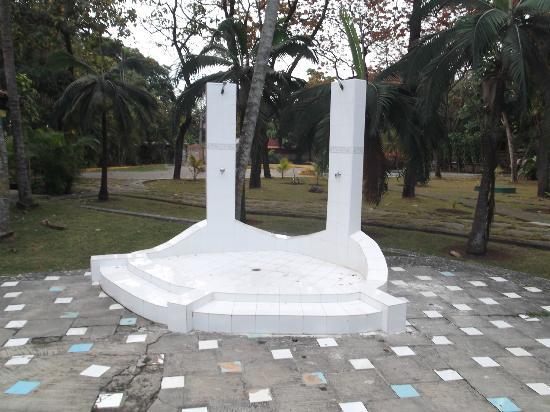 """Islazul La Lupe: Douches """" sèches """" ou disfonctionnelles au 25 mars 2012."""