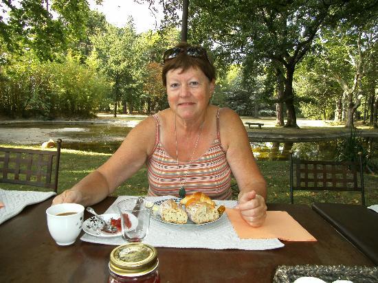 Chateau Juvenal: ontbijt in het park
