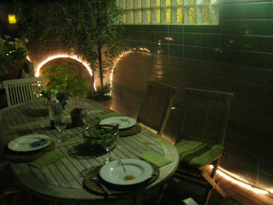 BnB Les Amis de Marseille: Night view of the terrace