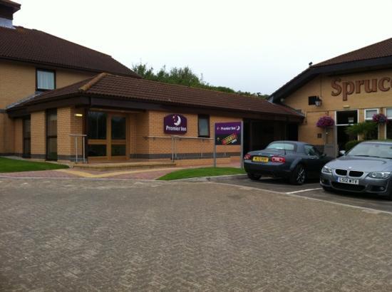 Premier Inn Basingstoke West (Churchill Way) Hotel: new reception area