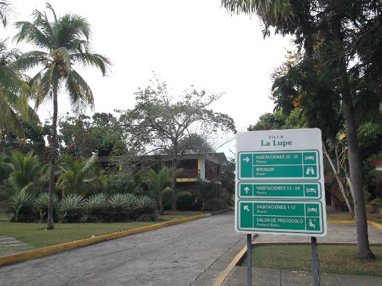 Islazul La Lupe: Aire des bungalows au 25 mars 2012.