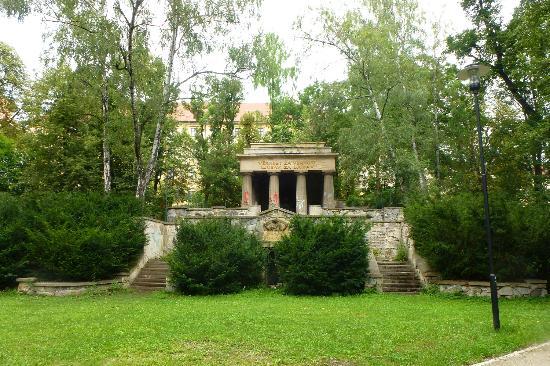 Bezrucovy sady: monument