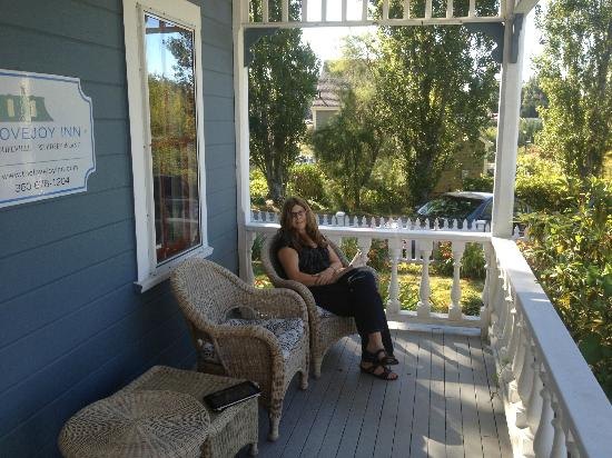 Lovejoy Inn on Whidbey Island: Relax on the front porch while looking at the ocean