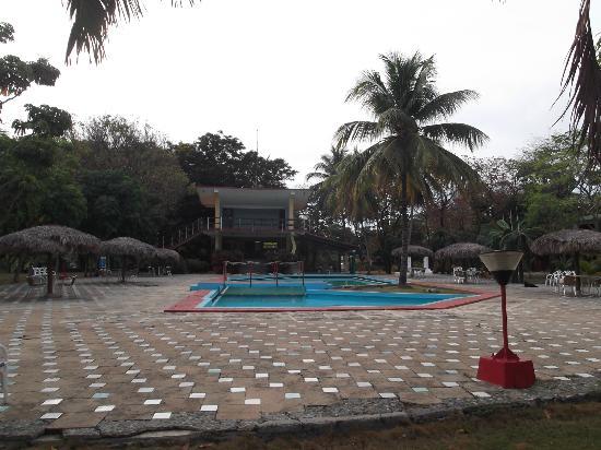 Islazul La Lupe: Espace piscine au 25 mars 2012.