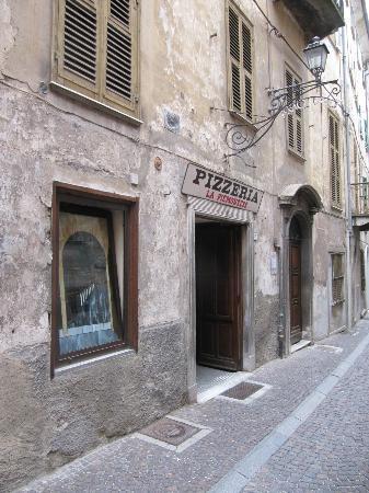la piemontese ingresso pizzeria vista