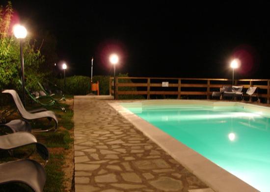 Agriturismo Pian d'Isola: piscina