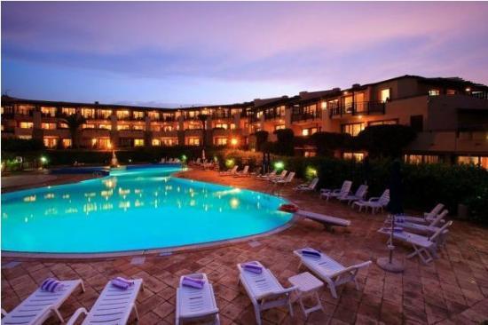 Sporting Hotel Tanca Manna : esterno notturno