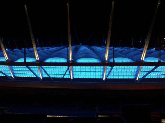 Hampton Inn & Suites Downtown Vancouver: Illuminazione del Bc Place Stadium dalla terrazza dell'ultimo piano