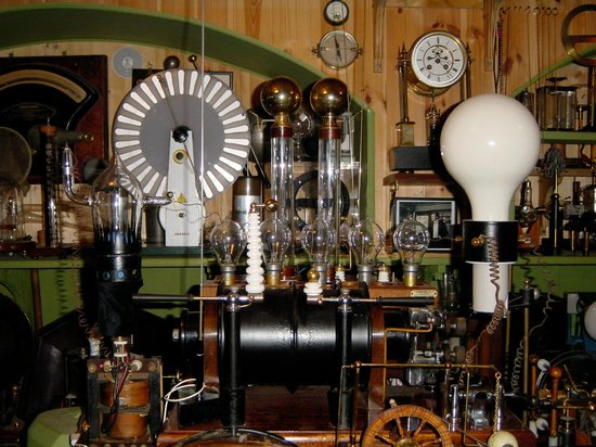Museum of Victorian Science : Every surface is crammed with exciting and rare equipment