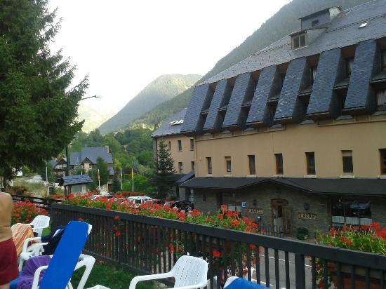 Hotel Petit Lacreu : Vista des de la piscina