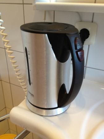 Hagleitner KINDERHOTEL Zell am See: Wasserkocher kocht auch nach über 30 Minuten nicht (DEFEKT)