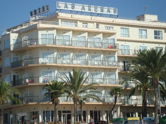 Hotel Las Arenas: The hotel, view from the beach