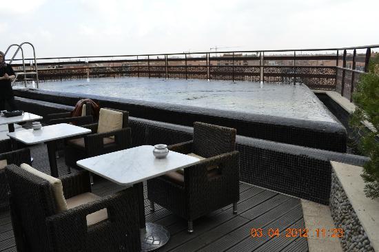 Hotel La Renaissance : Piscine Au 6 éme Etage