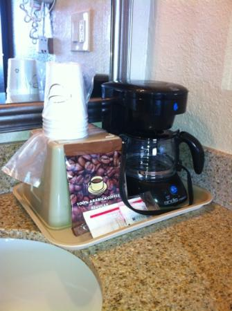 Rodeway Inn & Suites: coffee in the room or downstairs.