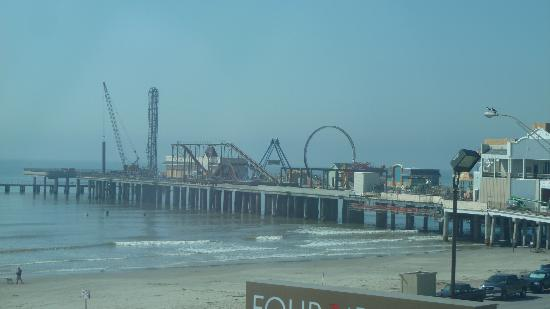 Four Points By Sheraton Galveston: View of Pleasure Pier from Room