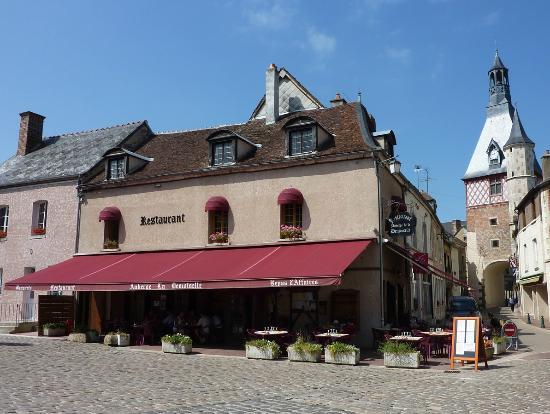 Auberge La Demoiselle : vue de restaurant avec la terrasse
