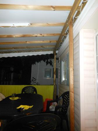 Camping le Front de Mer: terrasse sans éclairage