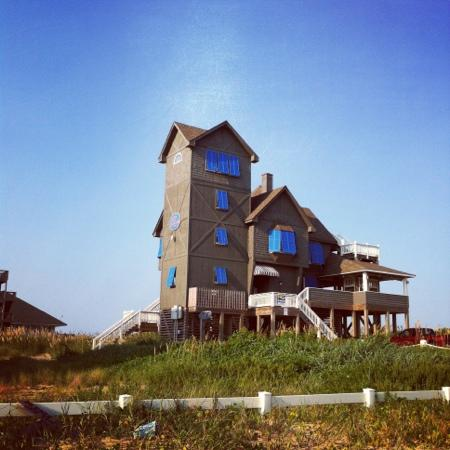 Rodeway Inn & Suites: few miles drive away from the famous Rodanthe attraction.