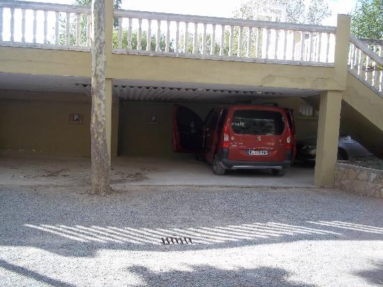 Camping Rubina Resort: parking en face de l appart