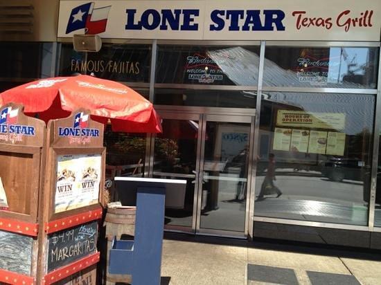 Lone Star Texas Grill : Entrance