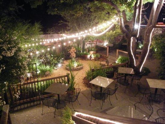 Glen Ellen Inn: Garden Patio outside of Restaurant