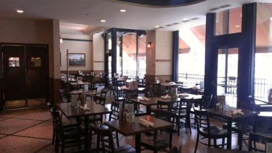 Great Waters Brewing Company: Dining Room
