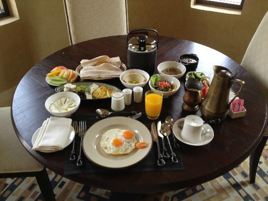 Qasr Al Sarab Desert Resort by Anantara: Arabic breakfast (for one)