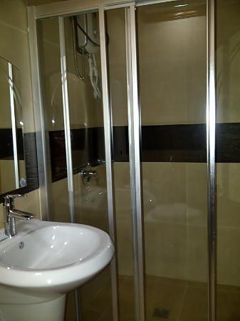Bosay Resort : hot and cold shower: FYI, the drainage is too slow