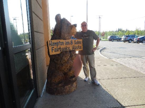 Hampton Inn & Suites Fairbanks: This is a friendly bear and Inn!