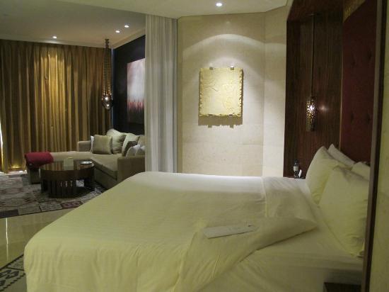 Raffles Dubai: great kingsize bed