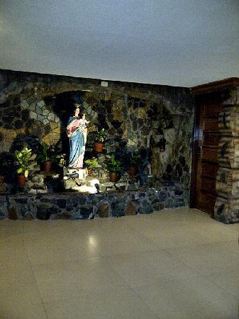 Bosay Resort: grotto near the lobby