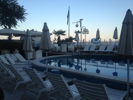 Rivamare Hotel: Scorcio piscina Hotel Rivamare