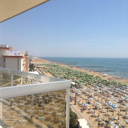 Rivamare Hotel : Vista dal balcone dell'hotel