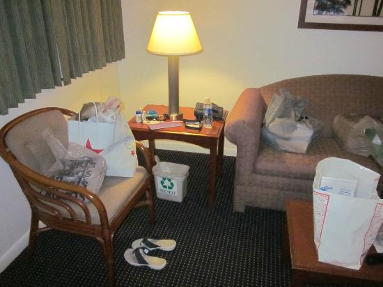 BEST WESTERN Port St. Lucie: sitting area--our shopping