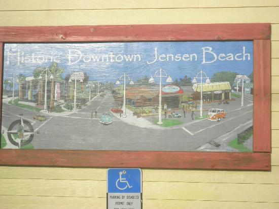 Mulligan's Beach House Bar & Grill: Downtown Jensen Beach