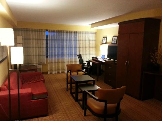 Courtyard by Marriott Burlington Mt. Holly Westampton: Living Area