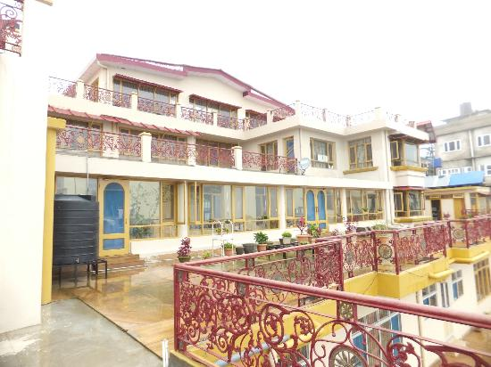 Aapo Aap Home Stay: Aapo Aaap Balcony