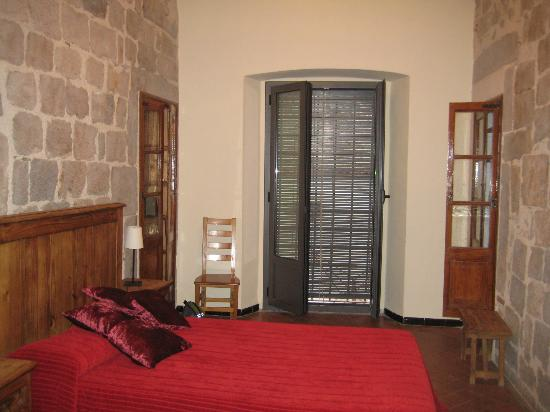 Casa Cundaro: Room with king bed