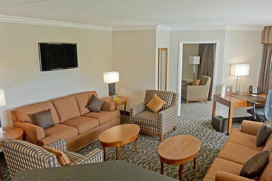 Bushkill Inn & Conference Center: King Suite Living Room