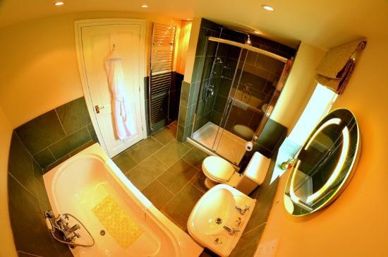 Evesham Lodge Bed & Breakfast: Willow bathroom