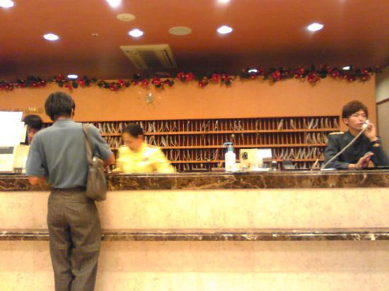 โตโยโกอินน์ โยโดบาชิเอกิมาเอะ: フロント