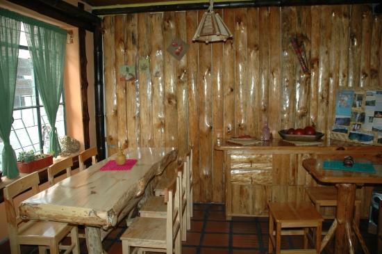 Decoraci n con paredes de madera fotograf a de deli cafe - Decoracion de paredes en madera ...
