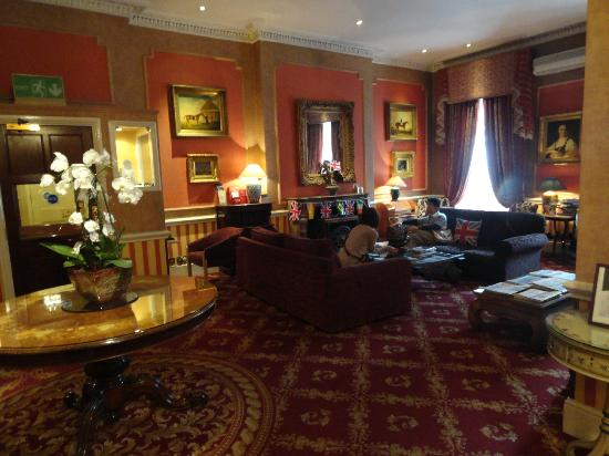 The Leonard Hotel: Hall