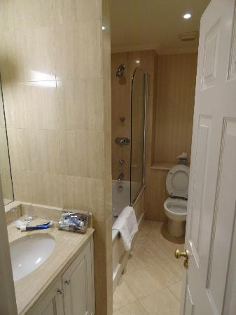 The Leonard Hotel: Salle de bain