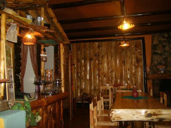 la madera nuestro principal material de decoraci n picture of deli cafe restaurant otavalo. Black Bedroom Furniture Sets. Home Design Ideas